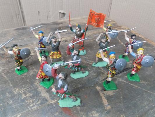 Hand painted 18th century Scottish clansmen soldiers set, 12 pieces, rare issue