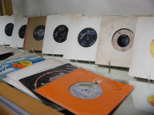 Assortment of 7 inch singles, incl. Beatles, Elvis, Eric Clapton, Roxy Music & Bob Dylan - 35 in total