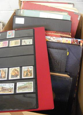 Large box of 9 stamp albums