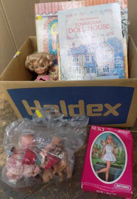 Box of vintage Sindy - pop-up books, 1970's 'Suky' Matchbox dolls & collectables