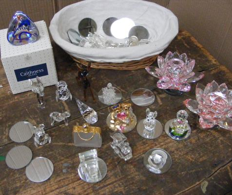Selection of crystal & glass collectables - incl. Caithness glass