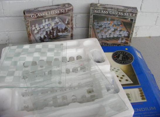 3 x Boxed complete & undamaged glass chess sets incl. 3-in-1 compendium