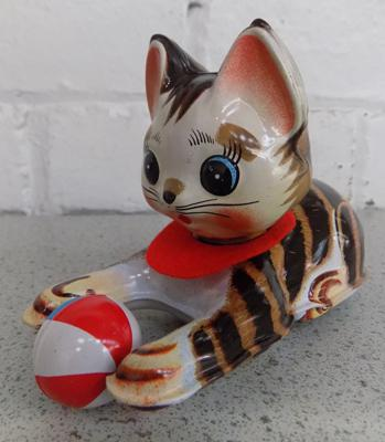 Vintage 1960's tinplate clockwork cat with ball W/O with key, Japan made