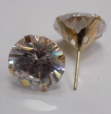 9ct Gold white stone earrings (approx 4.8gms)