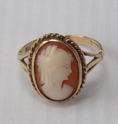 Ladies 375/9ct gold Cameo ring approx 2.4g