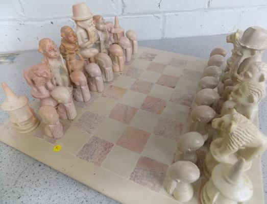Alabaster chess set & board (large pieces) no damage & complete