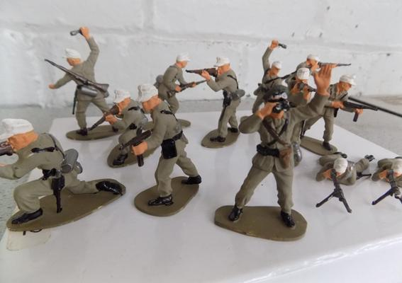 Hand painted German Africa corps set - 13 pieces