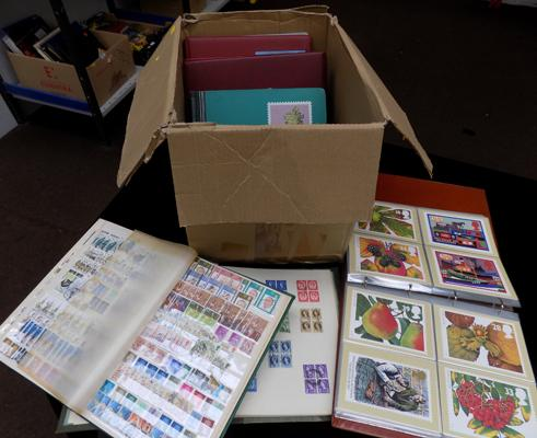 11x Stamp albums