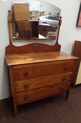 3 drawer dressing table on casters