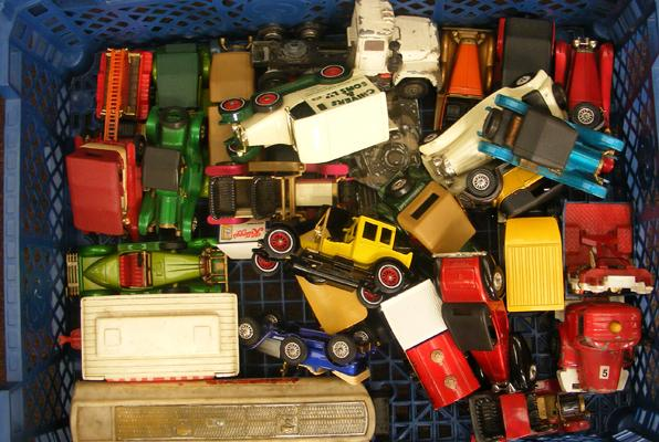 Box of collectable toy cars incl. Corgi and Matchbox etc.