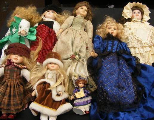 Selection of 8 pot dolls