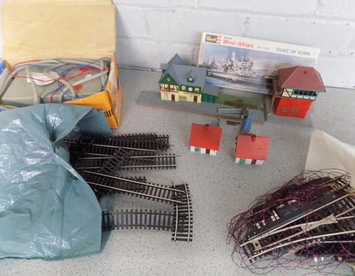 Box of '00' gauge track, buildings and accessories