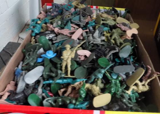 Large selection of plastic soldiers, incl. vintage