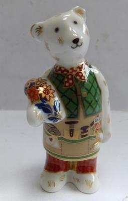 Royal Crown Derby gardener bear-this is not a paperweight