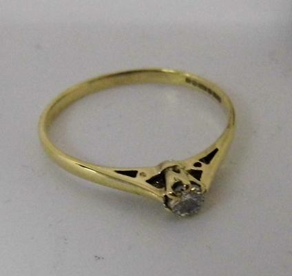 9ct gold diamond solitaire ring, size N