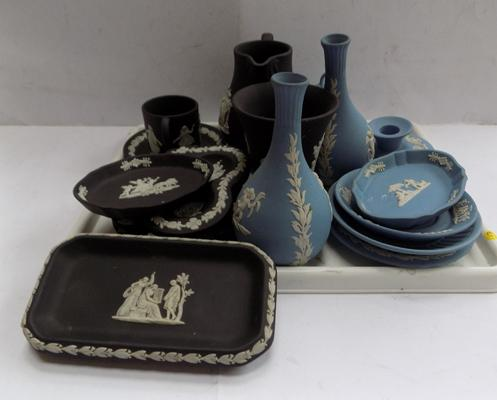 Tray of assorted blue & black Jasper ware