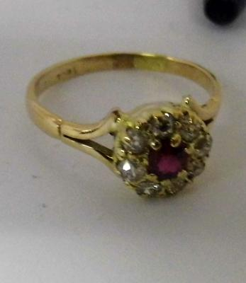 18ct gold ruby & diamond cluster ring, size S