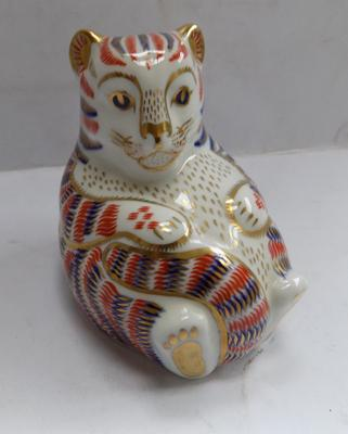 Royal Crown Derby Russian bear paperweight-no stopper