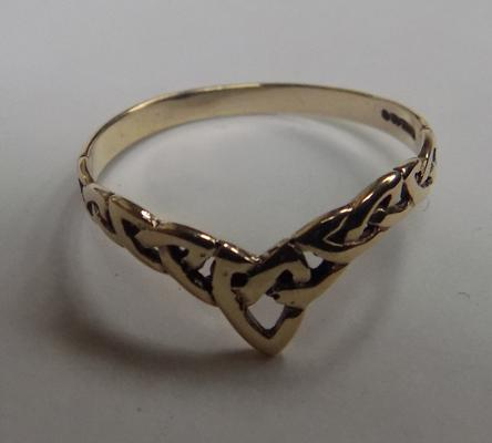 9ct gold Celtic wishbone ring - size R