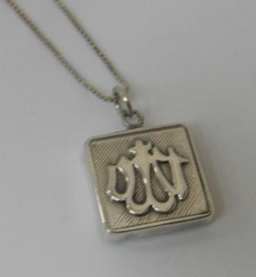 Vintage sterling silver locket containing tiny verses from the Koran on 28 inch silver box chain