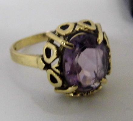 9ct gold ornate amethyst ring - size O