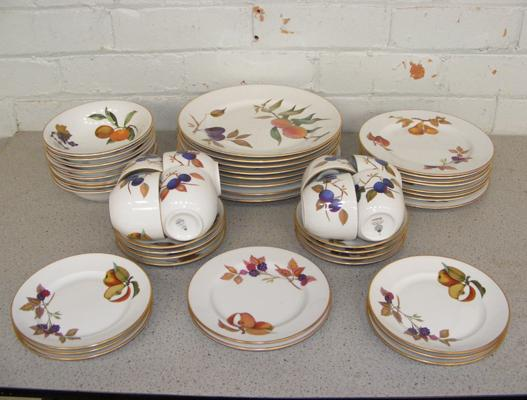 Large collection of Royal Worcester Evesham dinner ware (40pieces)
