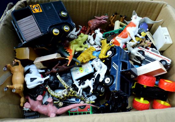 Box of mixed toys inc vintage diecast