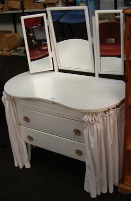 Kidney topped dressing table