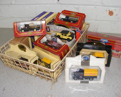 Collection of boxed diecast cars & trucks