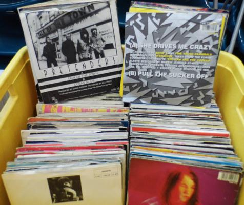 Box of records, approx. 200, in picture sleeves