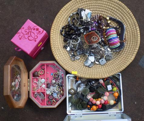 Selection of costume jewellery & boxes