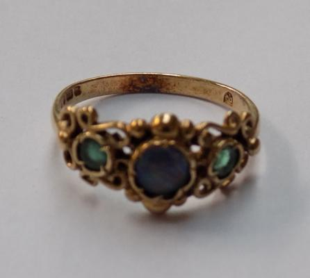 Vintage gold ring size Q with opal & green stones