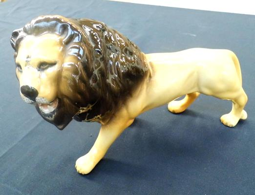 Beswick lion-good condition, no damage found