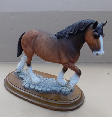 Country Artists Clydesdale-no damage found