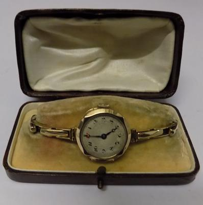Vintage 9ct gold ladies watch with 9ct gold strap in vintage box