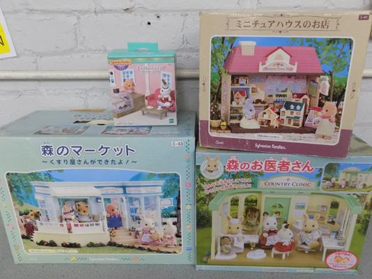 4x Epoch (with Chinese titles) Sylvanian Families sets