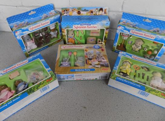 Sylvanian Families collection of 6 Flair figures & accessories