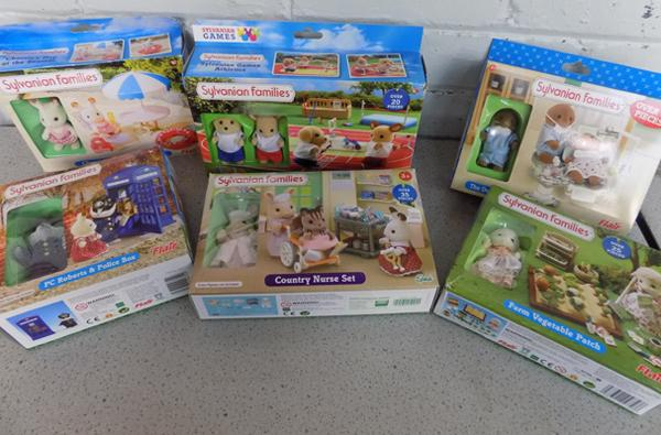 Sylvanian Families collection of 5 Flair figures + 1 Epoch figure set