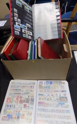 12x Stamp albums in box