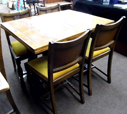 Extending oak table and 4 chairs