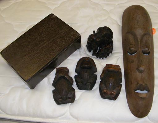 Small selection of treen etc