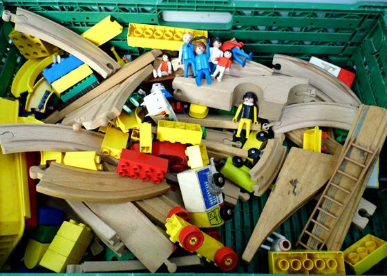 Box of wooden building blocks & track + Playmobile figures