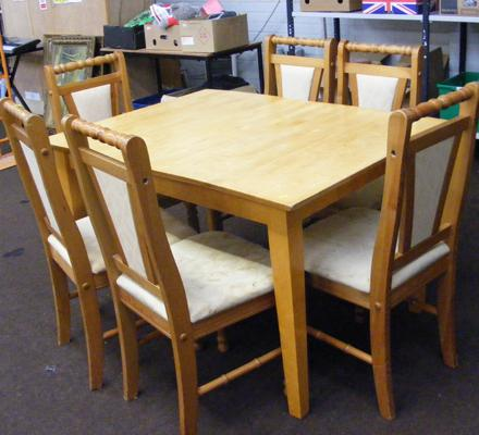Extendable pine rectangular table & 6 chairs