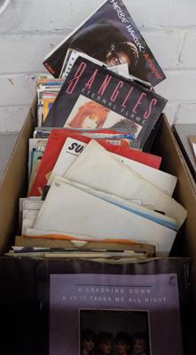 Box of 45 singles - excellent condition