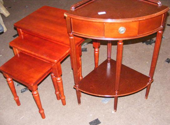 Nest of 3 tables and corner table