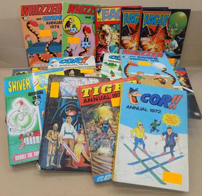 Box of assorted annuals incl Star Trek