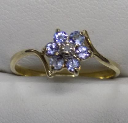 9ct gold diamond and tanzanite cluster ring - size N 1/2