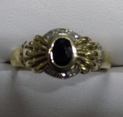 9ct gold sapphire and diamond ring - size R