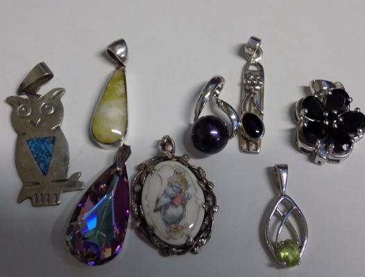 8x Assorted 925 silver pendants with glass & gemstone