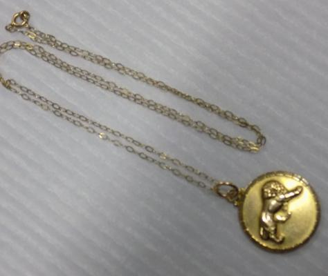 9ct gold Leo pendant on 9ct gold chain